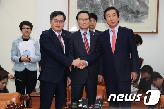 민주·한국, 2019년 예산안 처리 잠정합의…선거제 개혁은 빠져