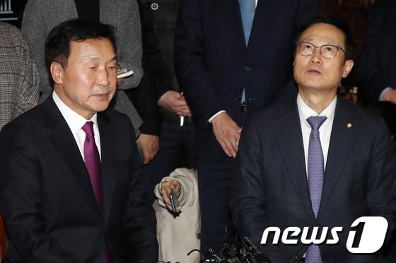 손학규-홍영표 \'심각한 분위기\'