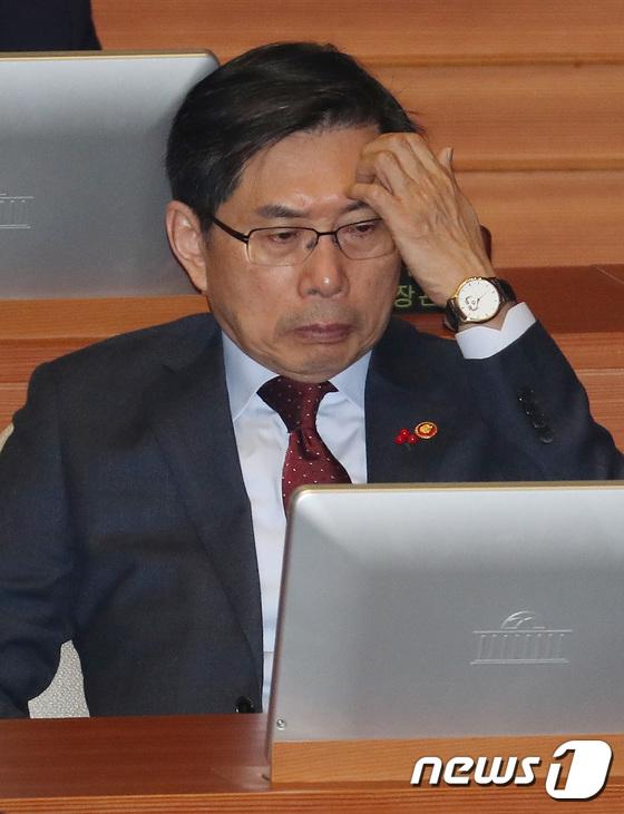 암호화폐 혼란-검사 성추행 보고 묵살 문제로 코너 몰린 박상기 장관
