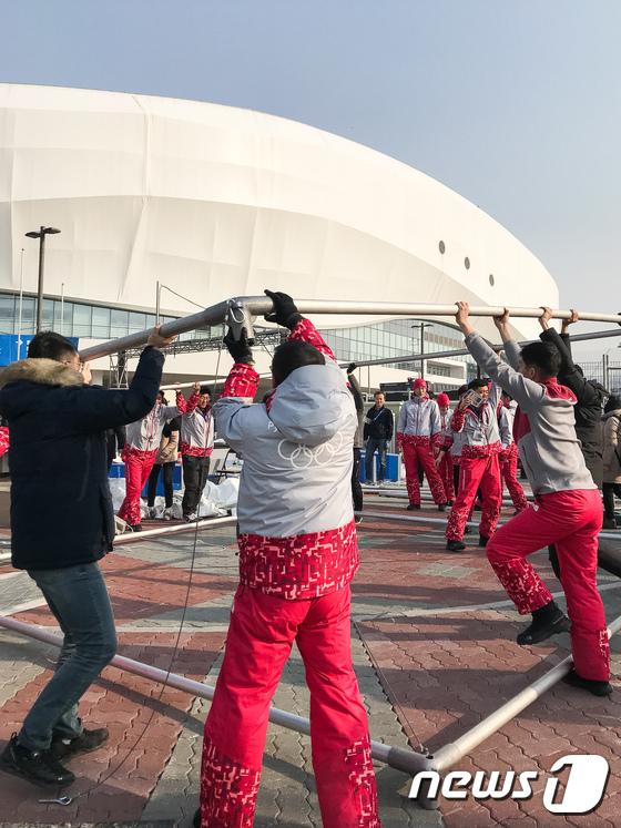 강릉 올림픽파크, 강풍에 검색대 천막 철거