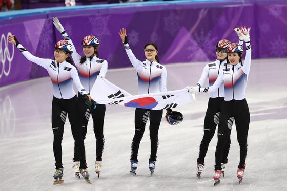 """대한민국, 쇼트트랙 여자 3000m 계주 결승 금메달…""""여섯 번째 올림픽 금메달"""""""
