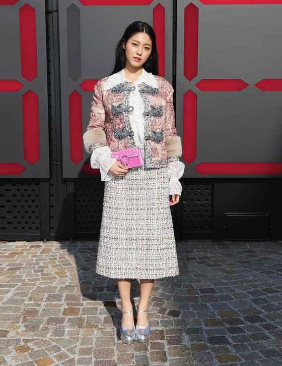 설현, 밀라노 패션위크서 포착…'럭셔리 비주얼'