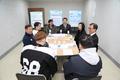 패럴림픽 아이스하키선수단 격려하는 피우진 처장