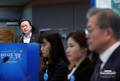 '정부혁신 추진방향' 발표 듣는 문재인 대통령