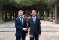 쩐다이꽝 베트남 국가주석과 악수하는 문재인 대통령