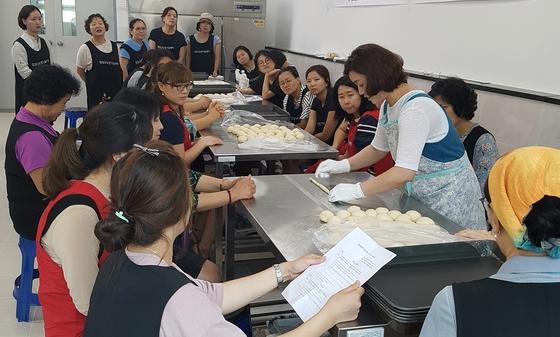 """""""식생활 개선""""…임실군, 웰빙제과·제빵 만들기 교육"""
