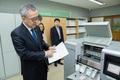점역 과정 살펴보는 김판석 인사혁신처장