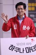 출근길 시민들 만난 김문수 자유한국당 서울시장 후보