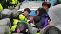 주민 해산 시키는 경찰