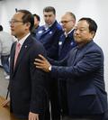 한국지엠 노사 잠정합의 관련 발표하는 홍영표 의원