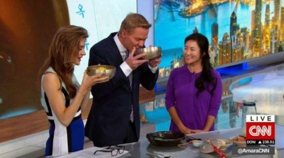 [N이슈]가수 이지연, CNN 생방송 특별 출연…평양 냉면 만들어