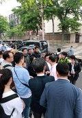 주중 북한 대사관 앞에 몰려든 취재진