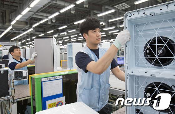 '삼성큐브' 인기에 바쁘게 돌아가는 생산라인