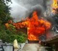불길 치솟는 부산 사찰