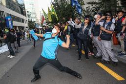 최저임금법 개정안 국회 통과...노동계 강한 반발