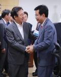 송언석 경북 김천시 국회의원 당선인 격려하는 김성태 대표대행