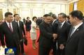 왕이 中 외교부장과 악수하는 김정은 위원장