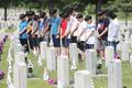 내일 6.25 68주년...묵념하는 학생들