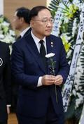 김종필 전 총리 빈소 조문하는 홍남기 국무조정실장