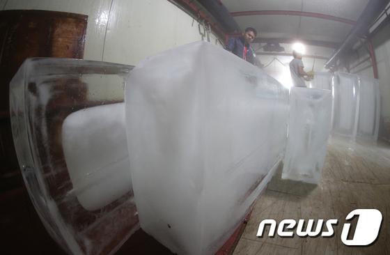 폭염 얼려버리는 얼음공장