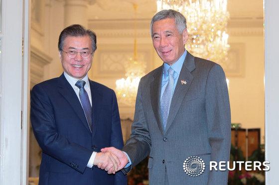 문 대통령, 리센룽 총리와 회담