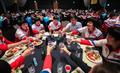 환영만찬 참석, 건배하는 북한 탁구선수단