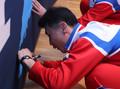 제주도에 사인하는 북한 탁구선수들