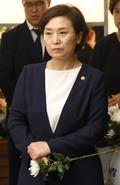 국화꽃 든 김현미 장관
