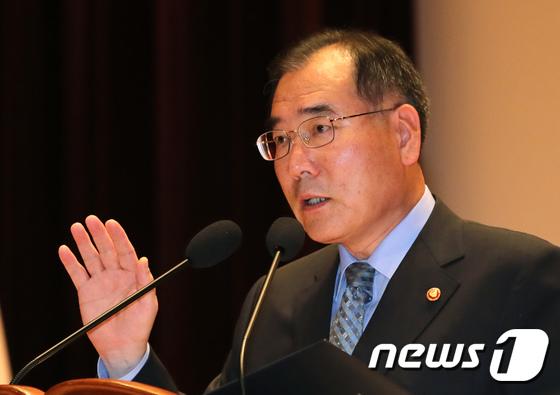 공무원 취임선서하는 이개호 농식품부 장관