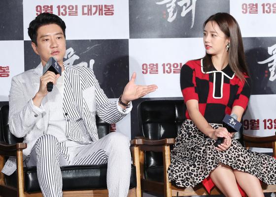 """'물괴' 김명민 """"이혜리, 첫 촬영부터 거지 비주얼…자세 좋다"""" 칭찬"""