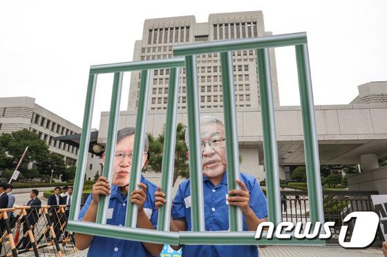 대법원 앞 양승태-박병대 구속 촉구 퍼포먼스