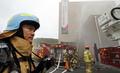 폭발사고 가정 화재진압 작전 펼치는 소방대원들