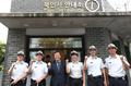 인사동 관광경찰 격려하는 도종환 장관