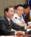 인사말 하는 김병준 비대위원장
