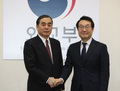 한중북핵수석대표 '악수'