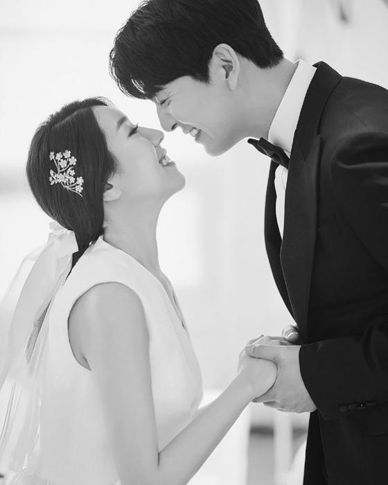 [N샷] '연애의 맛' 이필모♥서수연, 웃음꽃 만개한 웨딩 화보