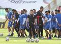 훈련 나서는 바레인 축구대표팀