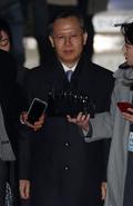 법정 나서는 박병대 전 대법관