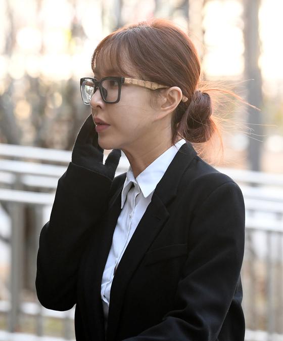 """[N현장] '도박 혐의' 슈, 첫 공판…""""공소 사실 모두 인정"""""""