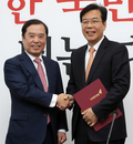 임명장 받는 송언석 자유한국당 전당대회 준비위원