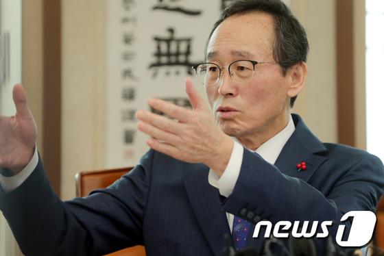 송하진 \'새만금공항과 군산 상용차산업으로 성장동력 확보\'