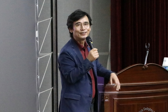 "TV조선 ""유시민, KBS와 5천만원↑ 출연료 계약"" …KBS ""아직 계약서도 안써"""