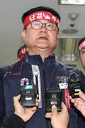 협상 결렬 선언하는 윤병범 노조위원장