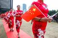 태극기와 오성홍기 등장한 치파오 패션쇼