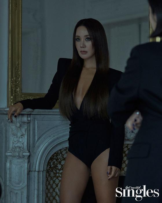 엄정화, 고혹적 관능미…원조 패셔니스타의 아우라