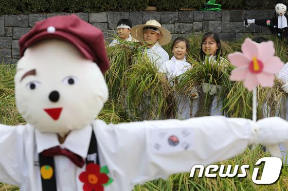 어린이 농부들 \'수확의 기쁨\'