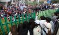 '보수단체와 대립한 인헌고 학생들'
