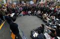'인헌고 앞 기자회견에 몰려든 보수단체'