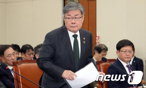 환노위 출석하는 이재갑 장관