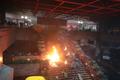 바리케이트에 불 내고 진입 대비하는 학생들